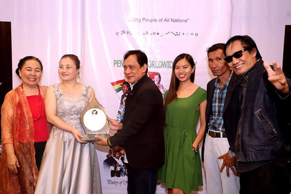 中国诗人苏菲荣获 世界精神诗人奖2018
